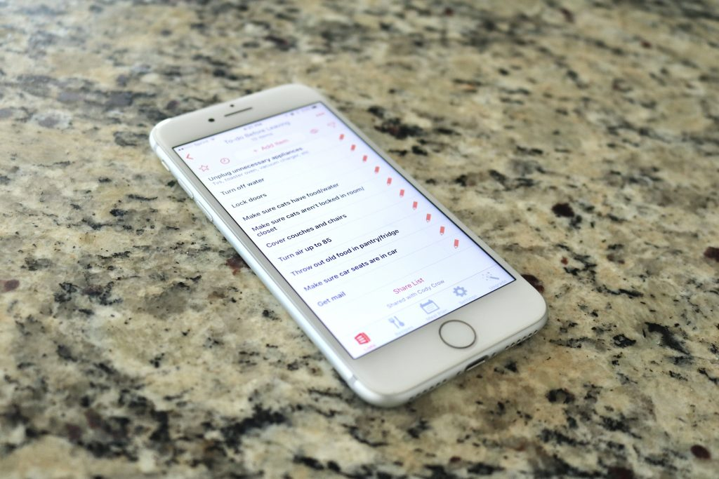 AnyList allows you to create all kinds of lists that you can easily share with family members!